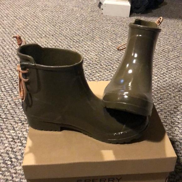 Walker Turf Olive Rain Boots   Poshmark